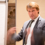 Reinhard Eberl-Pacan ist Architekt, Fachplaner und Sachverständiger für den vorbeugenden Brandschutz und die brandschutztechnische Bau- und Objektüberwachung mit eigenem Büro in Berlin